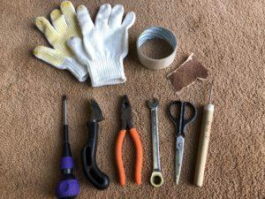 マッサージベッドの張替えを自分でやってみる場合に必要な工具の一部です
